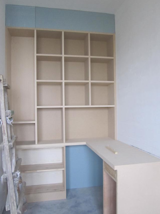 做了书柜和电脑桌