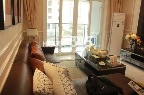 星榈湾两室两厅一卫105-111㎡样板间客厅