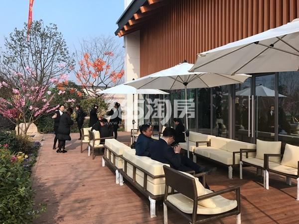 蓝光雍锦里售楼处实景图(2017.3 摄)